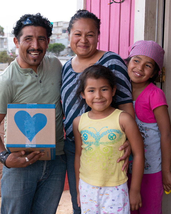 Family receiving food pak